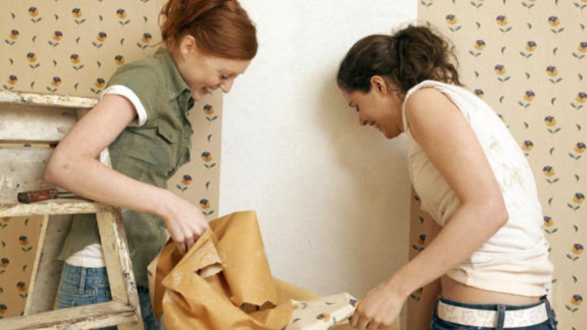 Comment Decoller Du Papier Peint Sans Decolleuse A Vapeur Astuces De Grand Mere