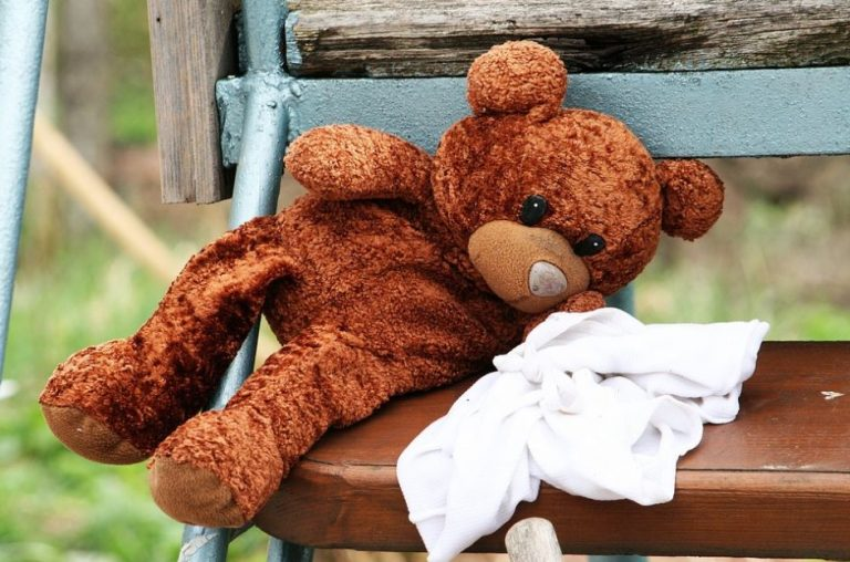 comment laver avec douceur la peluche pr f r e de votre enfant astuces de grand m re. Black Bedroom Furniture Sets. Home Design Ideas