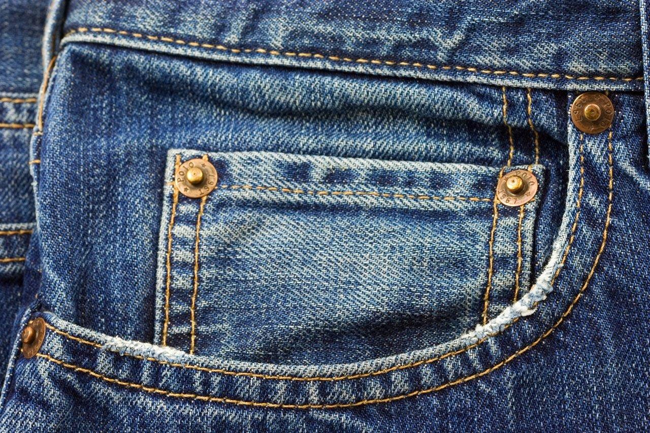 comment enlever des marques de jeans sur le cuir. Black Bedroom Furniture Sets. Home Design Ideas