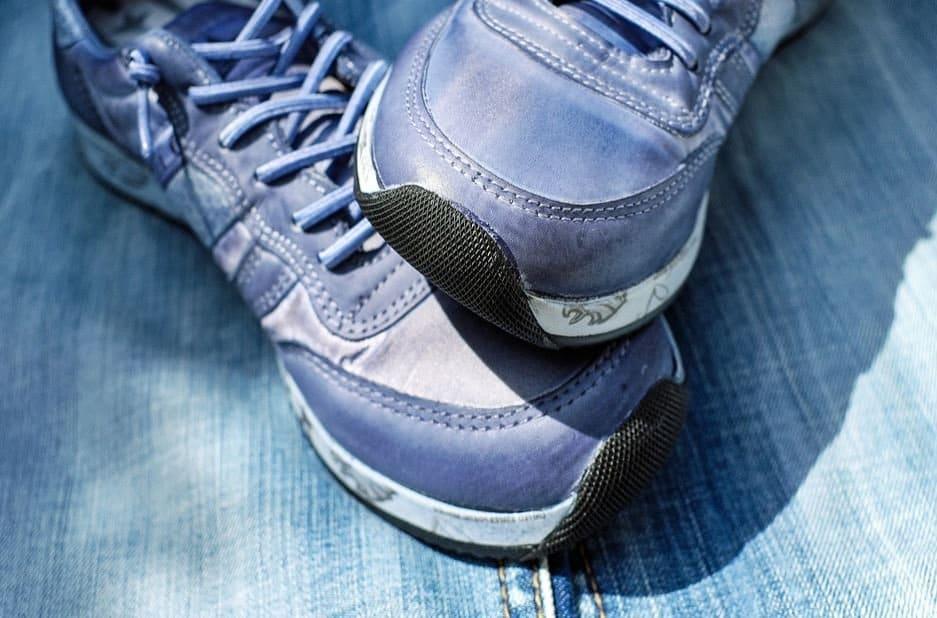 gr ce ces 5 astuces dites adieu aux mauvaises odeurs de chaussures. Black Bedroom Furniture Sets. Home Design Ideas