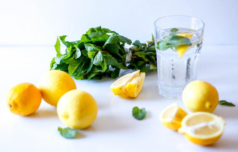 eau au citron eau citronnée menthe