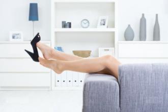 comment soulager vos pieds apr s une journ e pi tiner debout astuces de grand m re. Black Bedroom Furniture Sets. Home Design Ideas