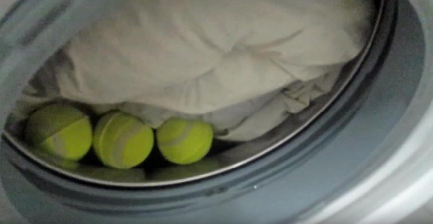 laver sa couette en machine balles de tennis