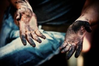 Comment enlever des taches de cambouis ou de graisse sur vos mains astuces de grand m re - Comment enlever des taches de graisse sur du ciment ...