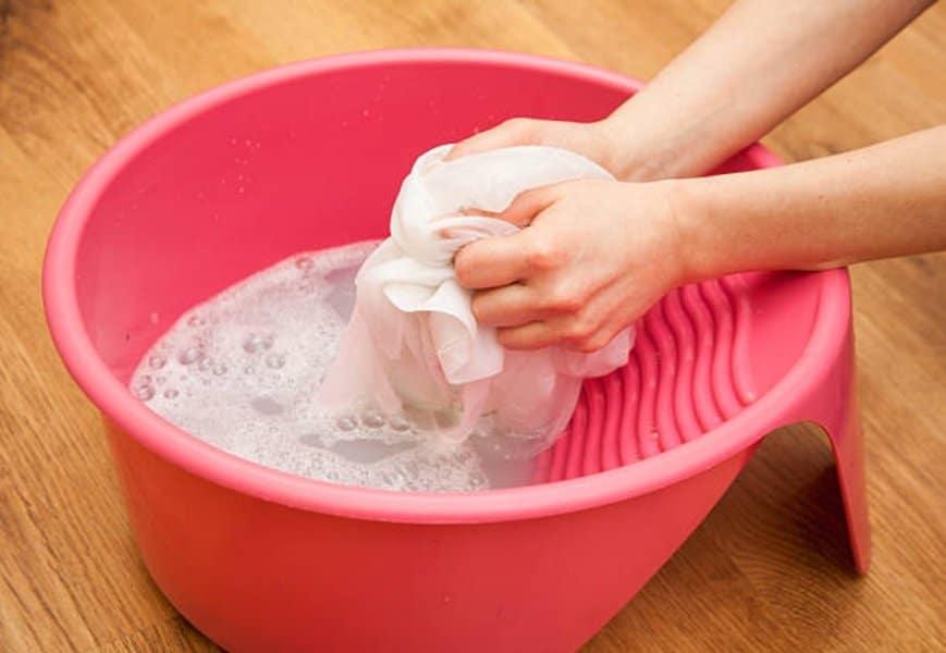 lessive main vêtement linge