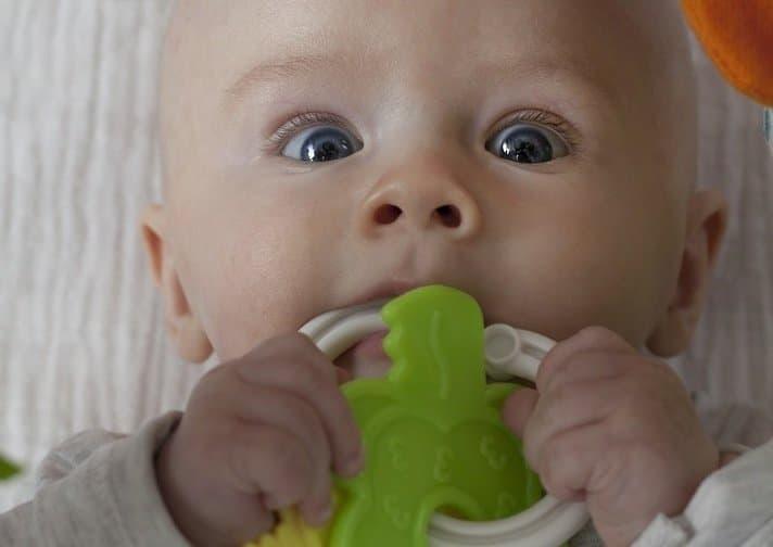 bébé jouet bouche