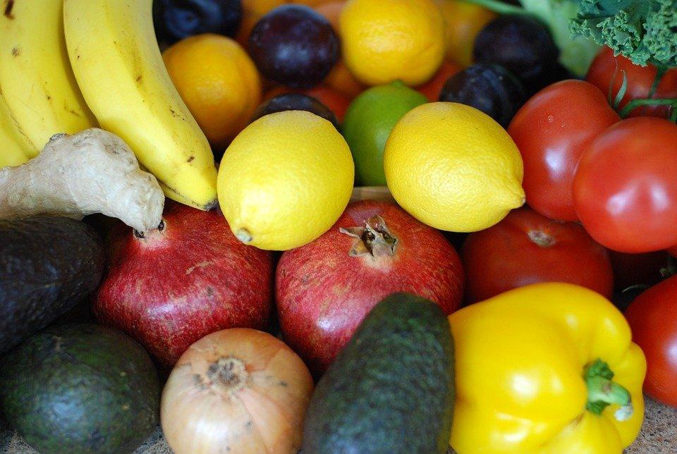 quels sont les fruits et l gumes les plus et les moins touch s par les pesticides. Black Bedroom Furniture Sets. Home Design Ideas