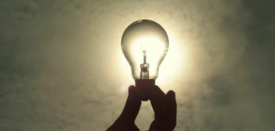 une id e lumineuse pour optimiser vos ampoules et gagner 20 d 39 clairage astuces de grand m re. Black Bedroom Furniture Sets. Home Design Ideas