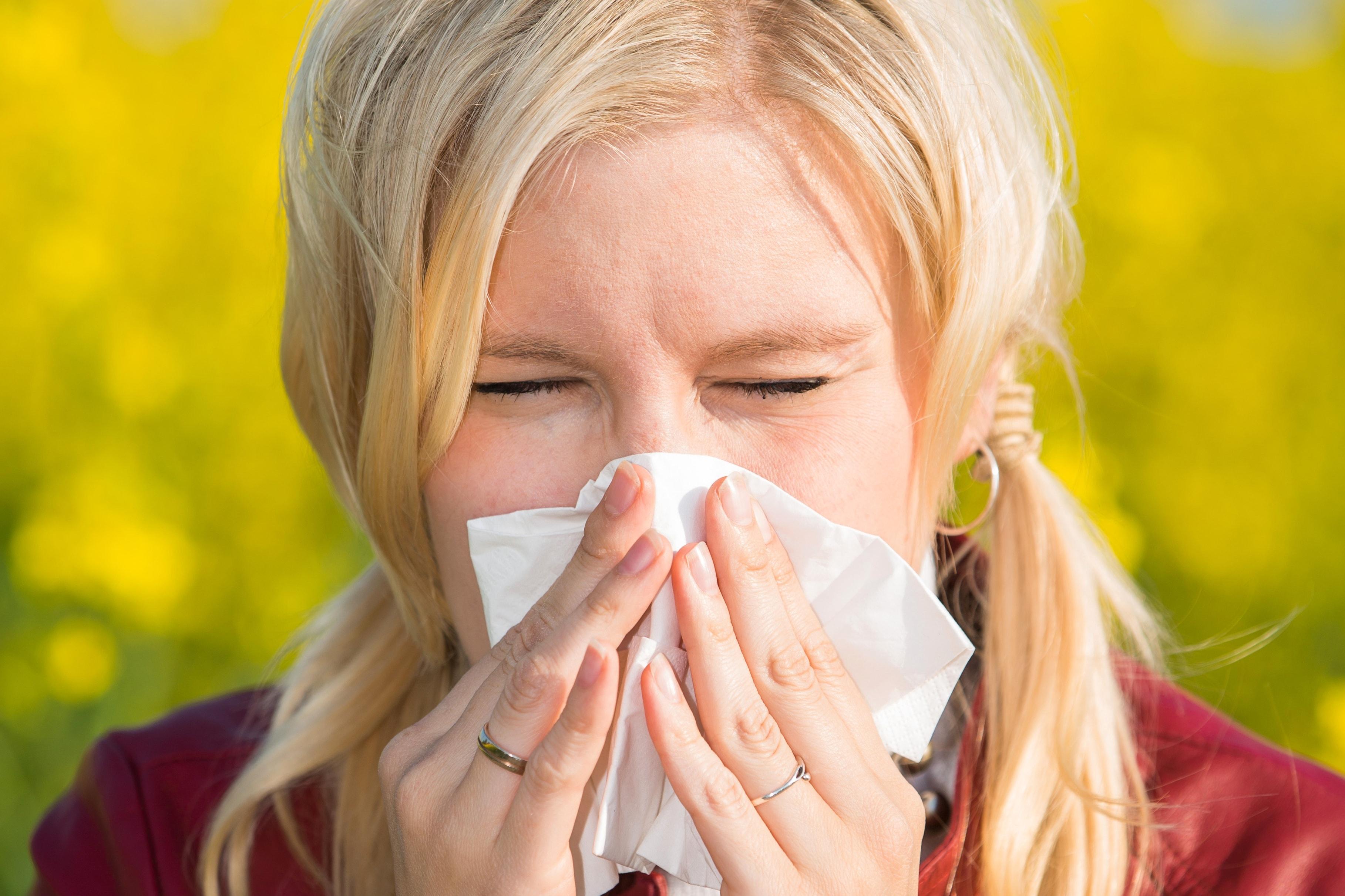 12 astuces de survie pour faire face au pollen qui nous - Astuce pour ne pas peler apres un coup de soleil ...