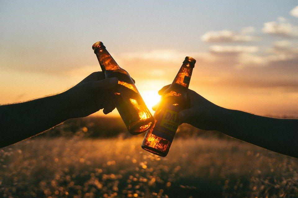 bières trinquer bouteilles