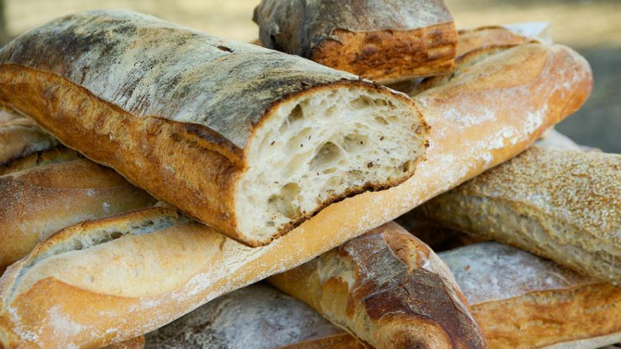 Ne jetez plus le vieux pain voici 4 mani res de le for Congeler du pain frais