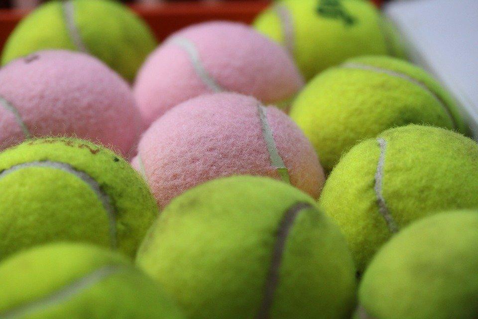 10 astuces g niales pour r utiliser vos balles de tennis dans la vie quotidienne. Black Bedroom Furniture Sets. Home Design Ideas