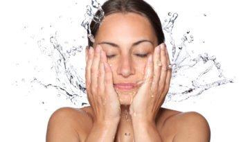 lavage visage eau