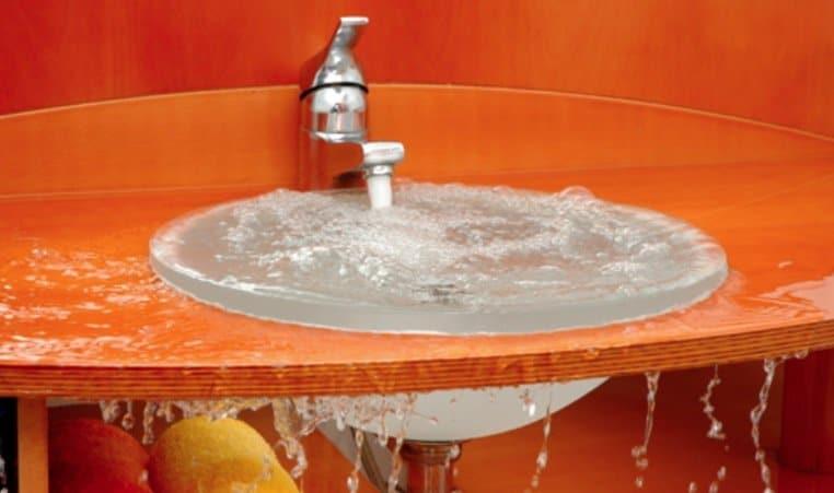 5 astuces pour des canalisations probl matiques tester avant d 39 appeler le plombier astuces. Black Bedroom Furniture Sets. Home Design Ideas