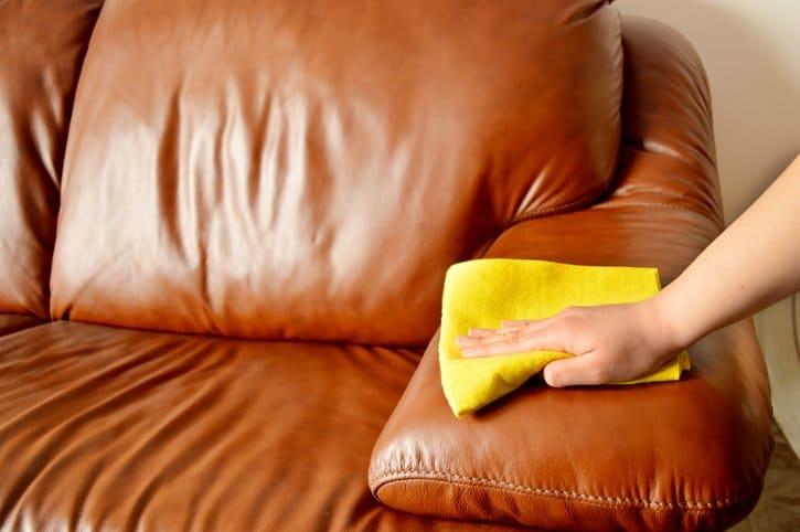astuces pour shampouiner un canap ou un fauteuil astuces de grand m re. Black Bedroom Furniture Sets. Home Design Ideas