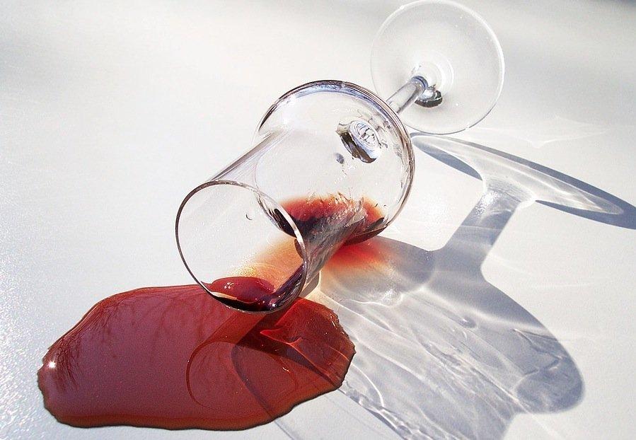 tache verre de vin rouge renversé