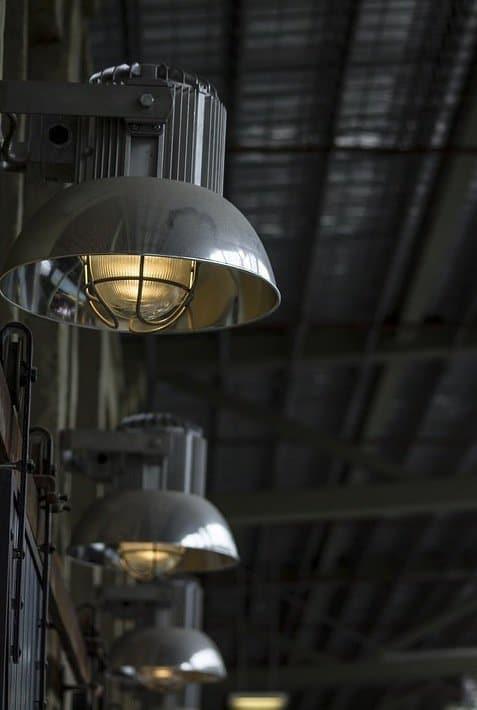 chaque luminaire sa technique de nettoyage nos astuces d 39 entretien lumineuses. Black Bedroom Furniture Sets. Home Design Ideas