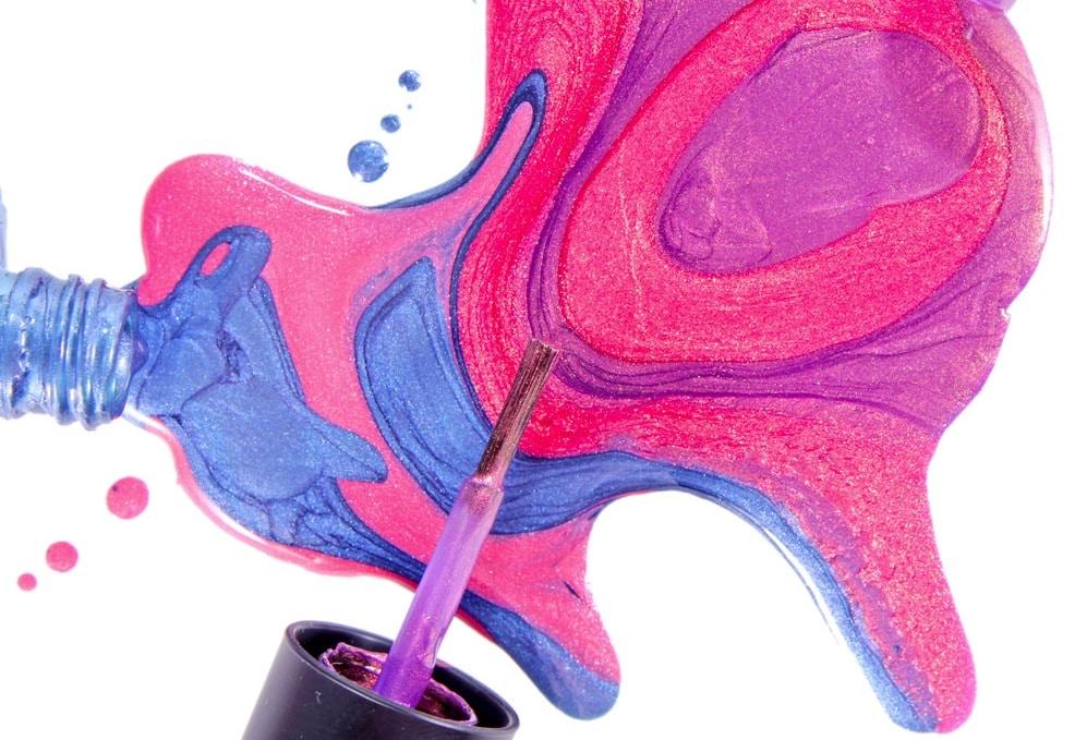 vernis colorés renversés