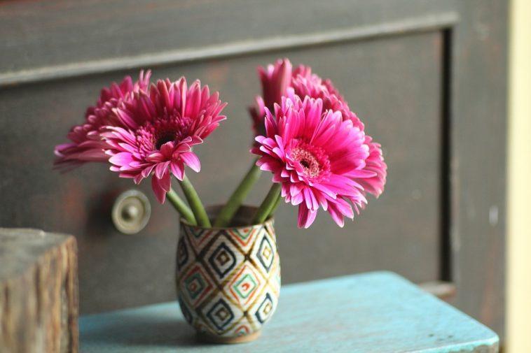 le petit truc pour faire durer vos fleurs en vase plus longtemps astuces de grand m re. Black Bedroom Furniture Sets. Home Design Ideas