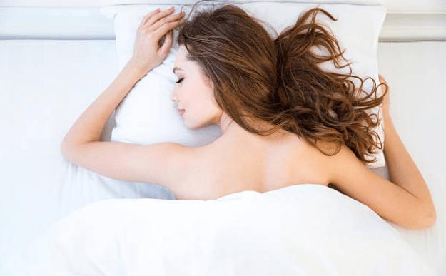 literie nuit cheveux femme