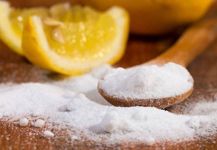 Bicarbonate 6 produits lui associer pour liminer la salet astuces de grand m re - Citron et bicarbonate ...