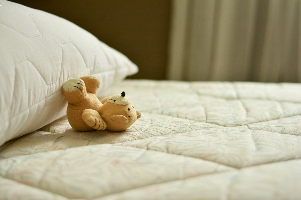 Urine sur le matelas comment retirer les traces de pipi - Remede de grand mere contre le pipi au lit ...