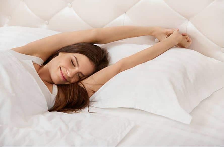 5 huiles essentielles g niales pour vraiment mieux dormir. Black Bedroom Furniture Sets. Home Design Ideas