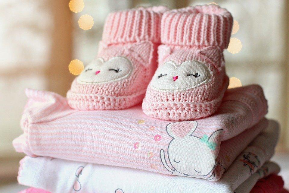 vêtements bébé chaussons