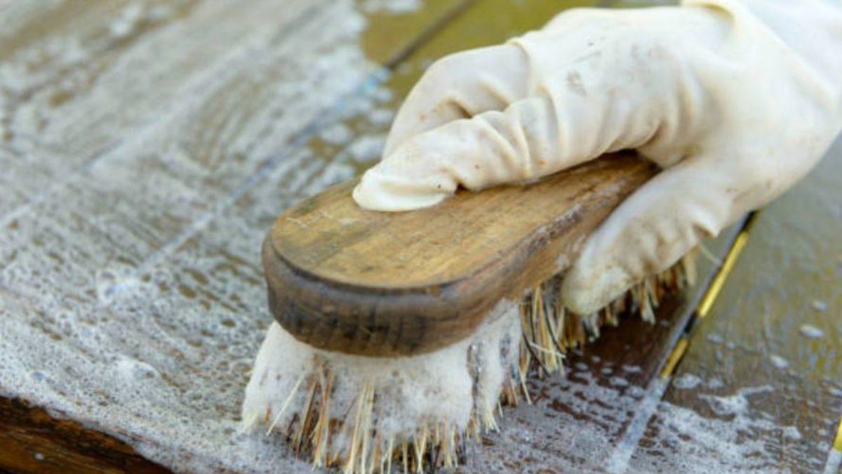 Nettoyer Escalier Bois Brut 3 astuces géniales pour nettoyer, détacher et protéger les meubles en bois  brut