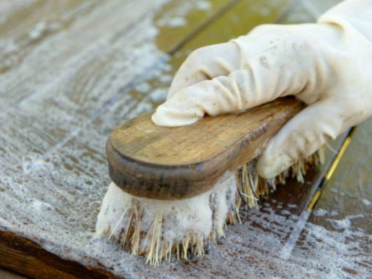 Nettoyer Les Placards De Cuisine 3 astuces géniales pour nettoyer, détacher et protéger les meubles en bois  brut