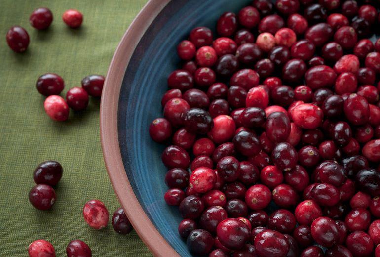 jus de canneberge cranberry parmi les remèdes naturels contre la cystite