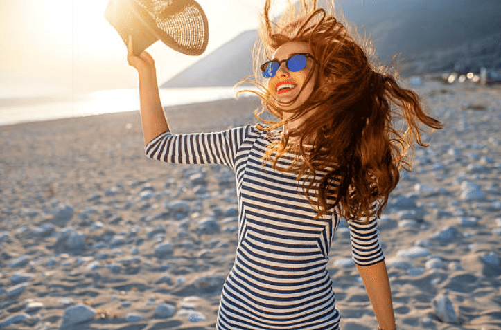 été zen détente plage sable chapeau lunettes de soleil