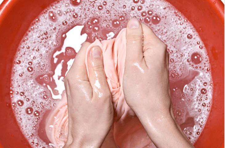 retirer tache bassine nettoyer vêtement