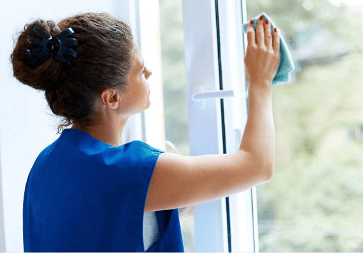 4 astuces pour un nettoyage des vitres sans fausse note. Black Bedroom Furniture Sets. Home Design Ideas