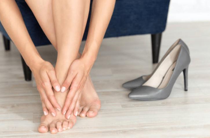 pieds talons chaussures douleur