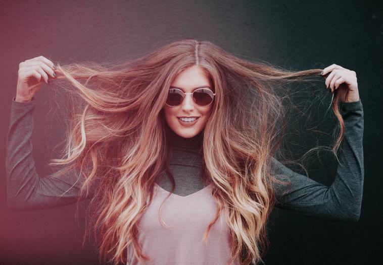 femme cheveux ondulés ondulations