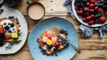matin matinal petit-déjeuner encas café fruité fruits tartines