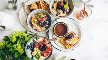 matin matinal petit-déjeuner encas café fruité fruits tartines sain