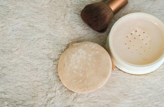 poudre matifiante translucide libre maquillage visage