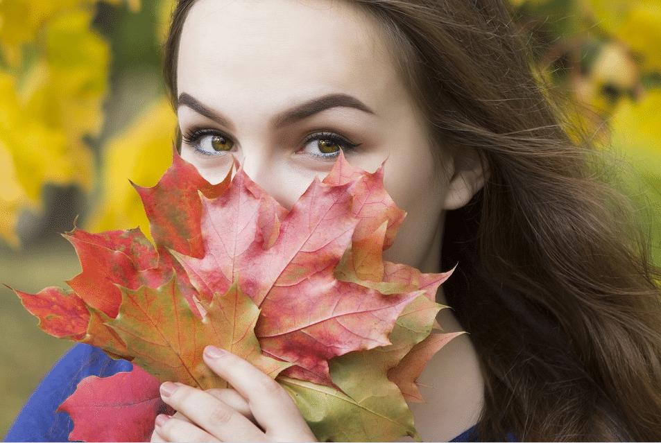 automne feuilles mortes femme cheveux