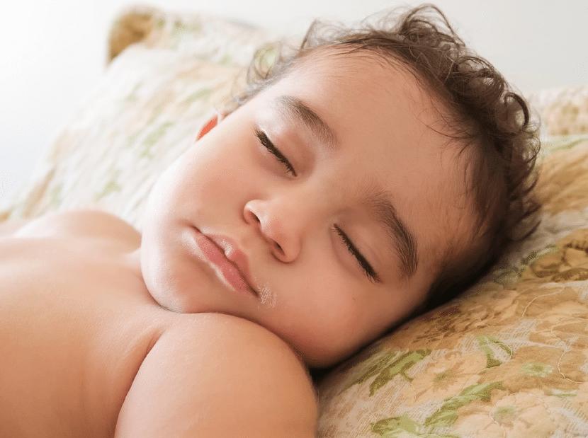 Toux : 8 astuces faciles pour soulager un bébé qui tousse ...