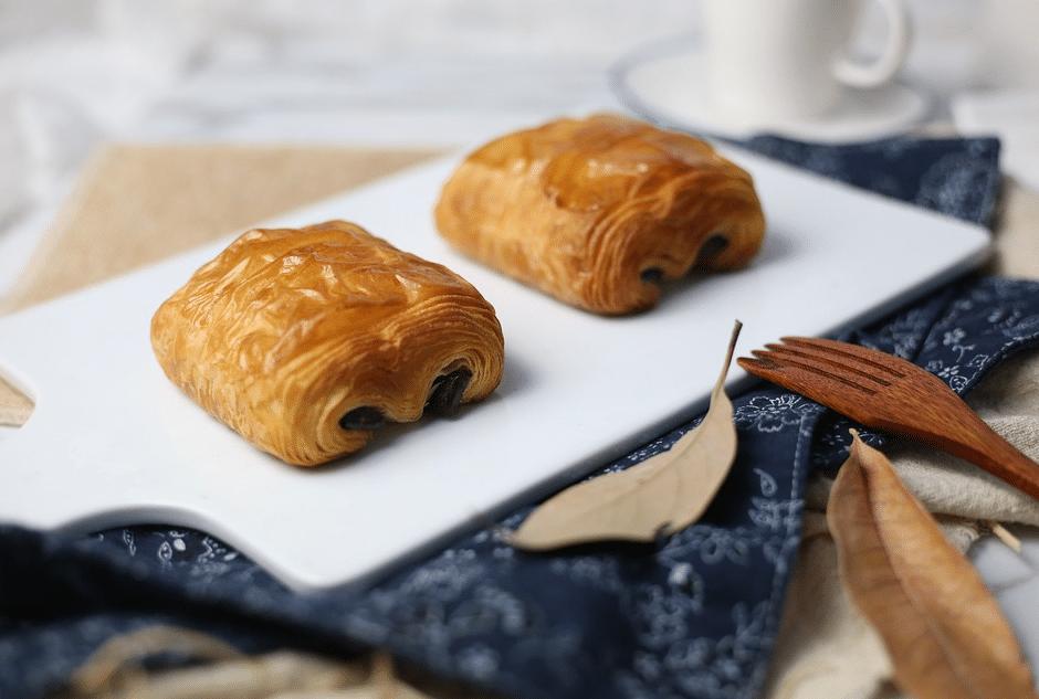 viennoiseries petit pain au chocolat petit-déjeuner