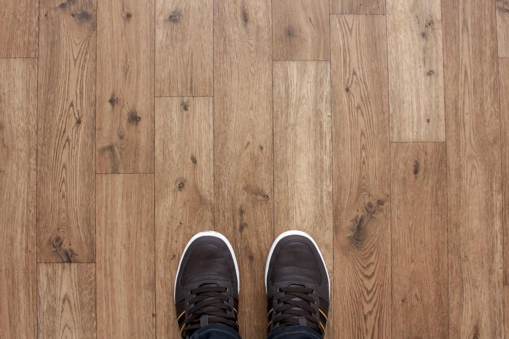 parquet en bois plancher chaussures