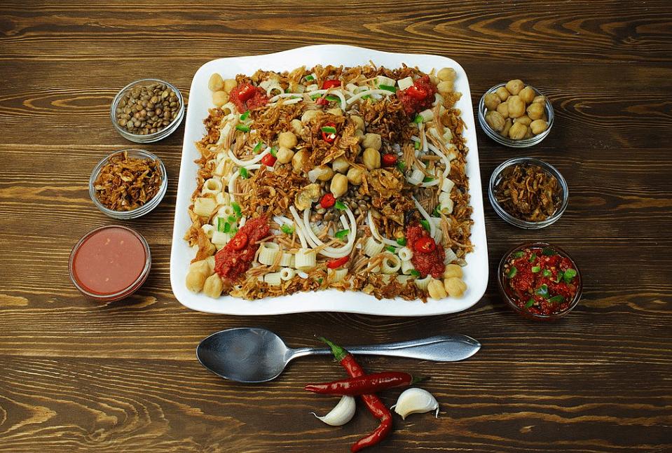 plat copieux égyptien épicé kushari