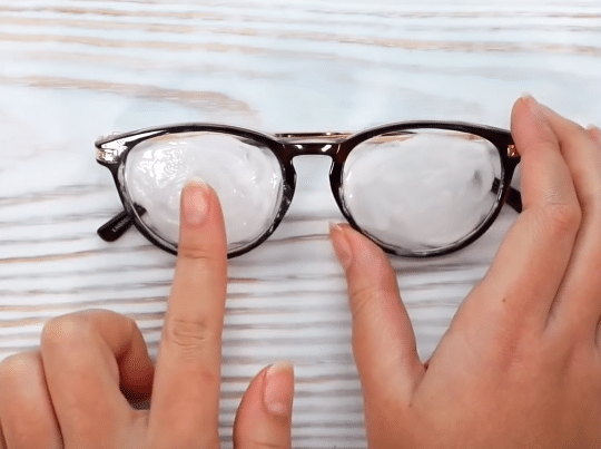 lunettes rayées dentifrice