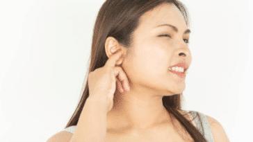 oreille bouchée douleur