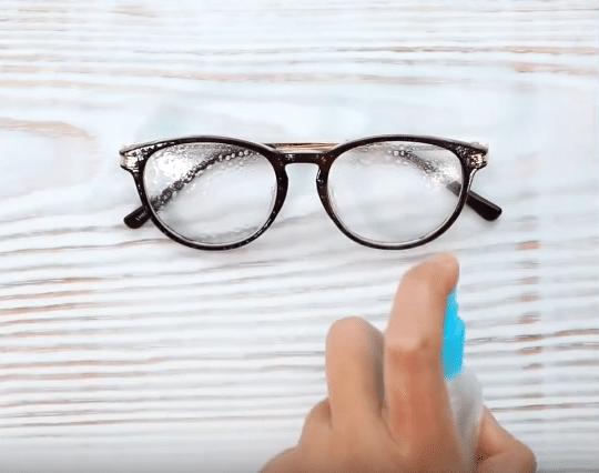 spray nettoyant pour les lunettes