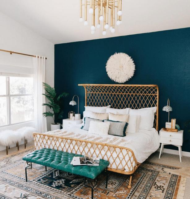 camaïeu de bleus couleur froide sur un seul mur chambre décoration