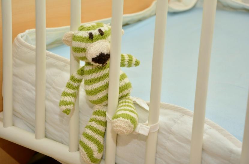 lit de bébé doudou peluche matelas