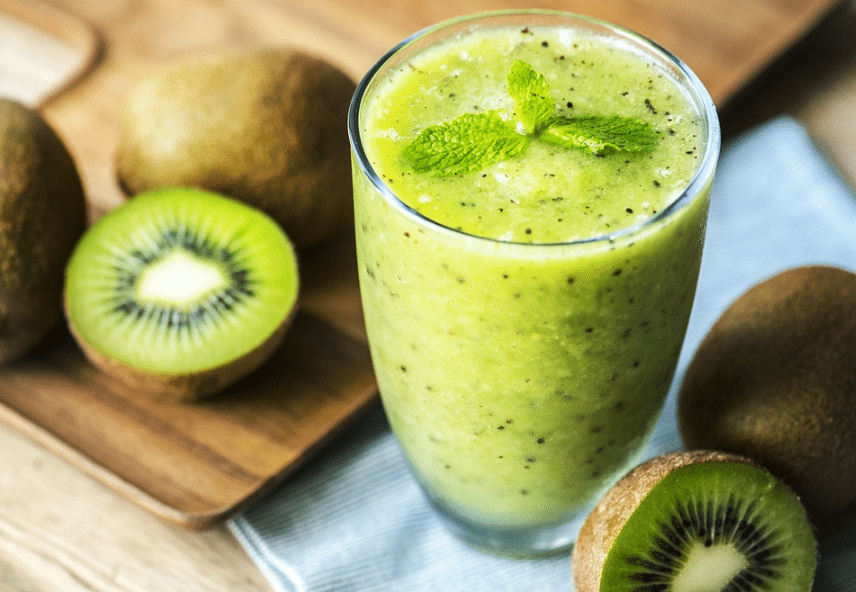smoothie vert fruits kiwi